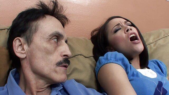 عاشق پخش فیلم کوتاه سکسی پرشور در آغوش یک مرد